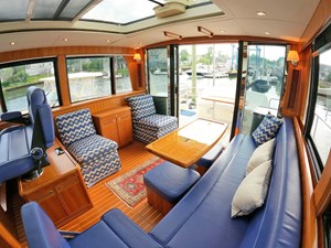 TRAVELER 3 Salon Starboard