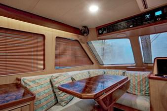 Running Tide 18 Pilothouse Seating