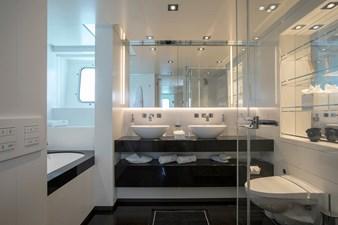HOME 8 VIP Cabin Bathroom