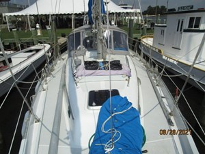 Second Sally 8 7_2782334_44_kelly_peterson_foredeck_aft