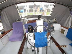 Second Sally 25 24_2782334_44_kelly_peterson_cockpit_aft