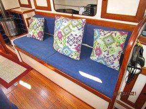 Second Sally 34 33_2782334_44_kelly_peterson_salon_starboard_benchseat1