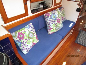 Second Sally 35 34_2782334_44_kelly_peterson_salon_starboard_benchseat2