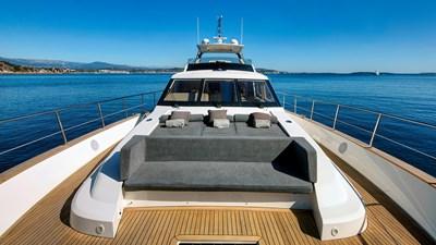 ARMONEE 27 Front deck