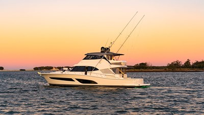 64 sports motor yacht 0 Riviera-64-Sports-Motor-Yacht-Sunset-03