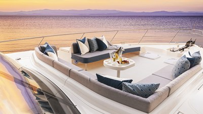 64 sports motor yacht 3 Riviera-64-Sports-Motor-Yacht-Foredeck-01-1