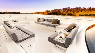 68 sports motor yacht  3 Riviera-68-Sports-Motor-Yacht-Foredeck-01