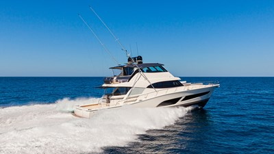 72 sports motor yacht  0 Riviera-72-Sports-Motor-Yacht-Edition-II-Running-002