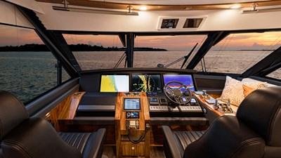 72 sports motor yacht  5 Riviera-72-Sports-Motor-Yacht-Edition-II-Helm-01