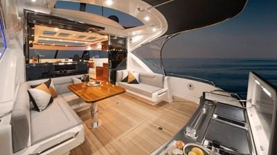 6000 sport yacht platinum 2 Riviera-6000-Sport-Yacht-Platinum-Edition-Cockpit-01