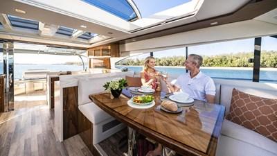 6000 sport yacht platinum 4 Riviera-6000-Sport-Yacht-Platinum-Edition-Dining-02