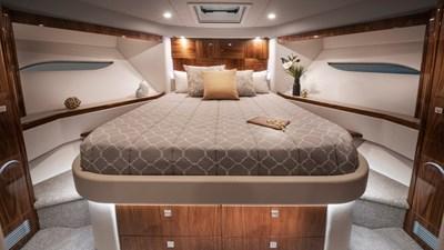 6000 sport yacht platinum 5 Riviera-6000-Sport-Yacht-Platinum-Edition-Forward-VIP-Stateroom-01