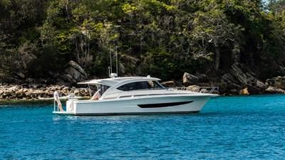 395 SUV 0 Riviera-395-SUV-Anchored-06