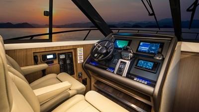 445 SUV 1 Riviera-445-SUV-Helm-01