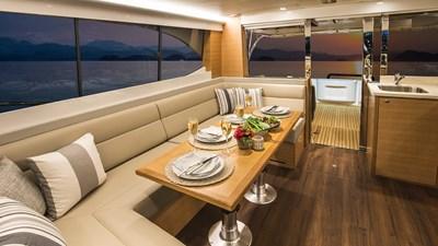 445 SUV 3 Riviera-445-SUV-Saloon-Dining-01