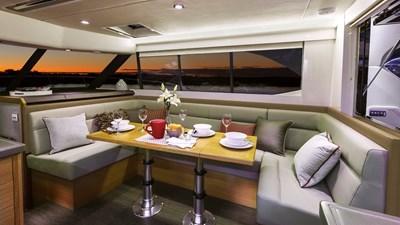 445 SUV 4 Riviera-445-SUV-Saloon-Dining-02