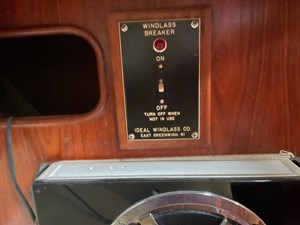Jubilee 33 33 Nav Desk
