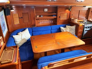 SEQUOIA 3 Dining Area, Outboard