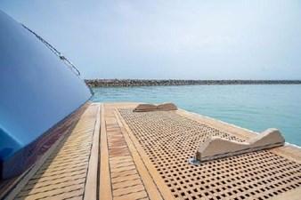 MCY65 19 powered hydraulic swim deck