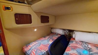 Foxsea Lady 37 1046 Sea Ray 400 Guest Cabin