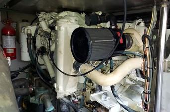 Foxsea Lady 54 1082 Sea Ray 400 Starboard Engine