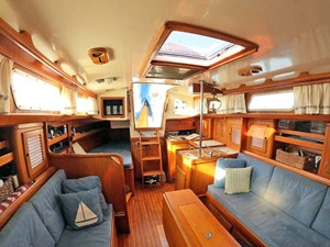 PERFECT PITCH 10 Salon, Looking Aft