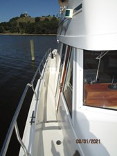 MoWhisky 14 13_2782602_43_mainship_starboard_side_deck1