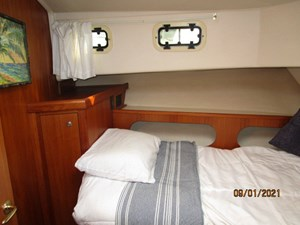 MoWhisky 53 52_2782602_43_mainship_forward_guest_stateroom_port