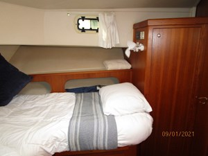 MoWhisky 54 53_2782602_43_mainship_forward_guest_stateroom_starboard