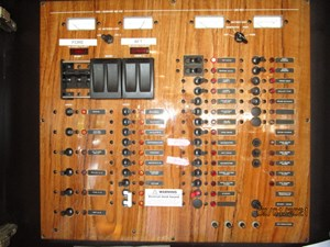 MoWhisky 66 65_2782602_43_mainship_electrical_panel