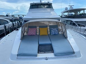 EQUINOX 32 Foredeck