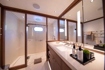 DRIZZLE 20 DRIZZLE - Double Guest Cabin Bathroom