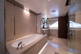 DRIZZLE 17 DRIZZLE - Master Cabin Bathroom