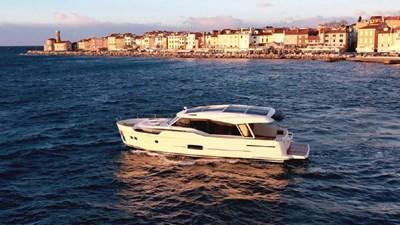 2023 Greenline 48 Coupe 3 2023 Greenline 48 Coupe 2023 GREENLINE 48 Coupe Trawler Yacht Yacht MLS #273447 3