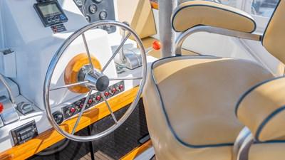 SCOUT 20 Flybridge Helm