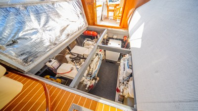 SCOUT 26 Engine Room