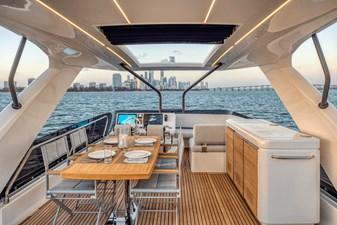 2021 Prestige Yachts 690 Flybridge 8