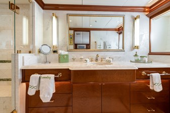 WHITE STAR 15 22  - Bathroom tbc - green piping