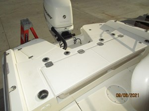 No Name 21 20_2782552_24_boston_whaler_aft_seating_closed