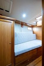 TINE 31 47_hunter_tine_starboard_guest_stateroom3
