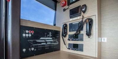 OCEAN Z 29 COMMUNICATIONS ROOM