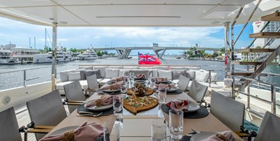 OCEAN Z 31 UPPER AFT DECK DINING