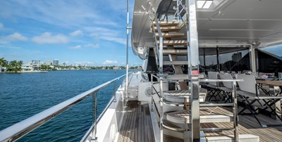 OCEAN Z 33 STAIRCASE TO SUNDECK