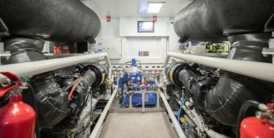 OCEAN Z 42 ENGINE ROOM