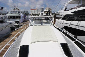 - 18 19_2019 47ft Intrepid 475 Sport Yacht