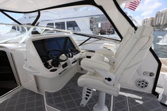 - 25 26_2019 47ft Intrepid 475 Sport Yacht