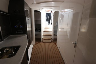 - 32 33_2019 47ft Intrepid 475 Sport Yacht