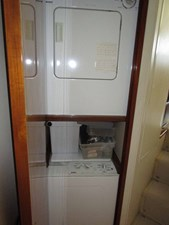 EQUITY VIII 16 Companionway Laundry