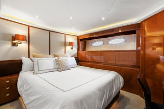 LOVE N LIFE 26 GUEST STATEROOM - PORT