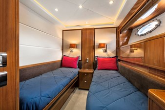 LOVE N LIFE 28 GUEST STATEROOM - STARBOARD